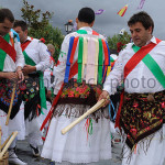 sword-dance-during-fiesta-del-santo-nio-in-majaelrayo-province-of-c7yr89